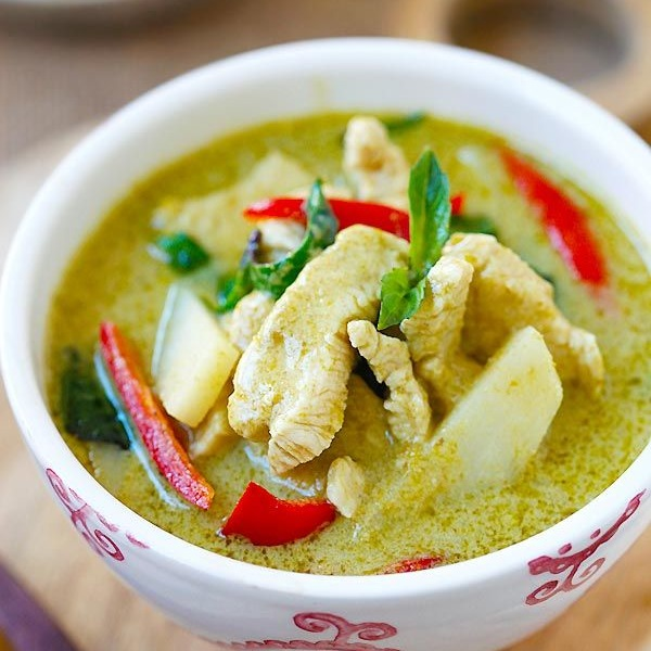 thai kitchen green curry chicken thai green curry mister daves 8443